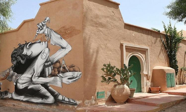 """150 فنان من 34 دولة يحولون جدران """"جربة"""" التونسية إلى مسرح فنى"""