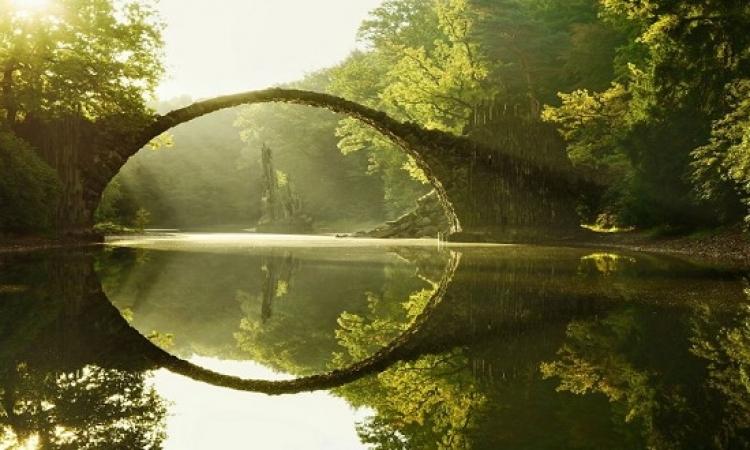 جسور مذهلة تنقلك إلى عالم آخر من السحر والخيال