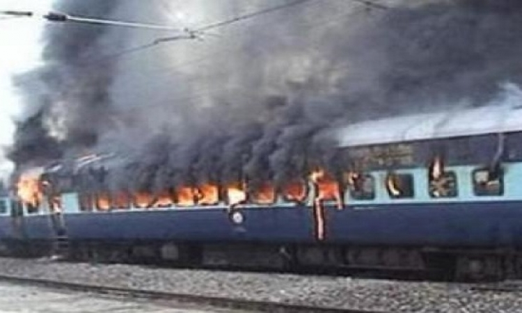 """حريق بقطار """"الإسماعلية- القاهرة"""" فى محطة بنها"""