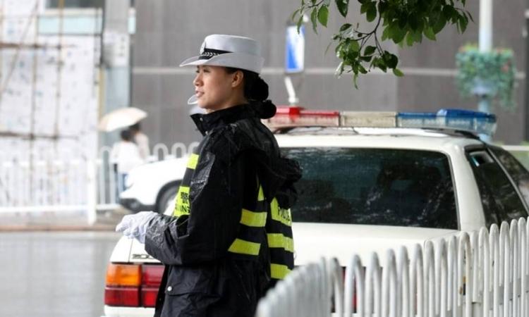 بالصور .. قصة شرطية المرور الصينية العاشقة للباليه