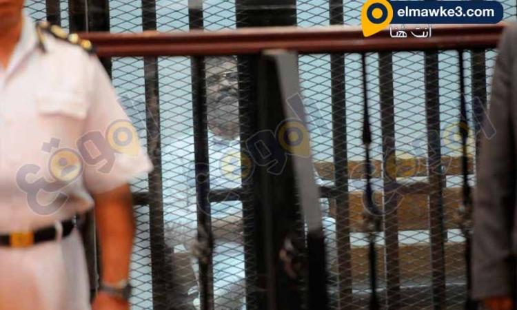 """بالصور .. هتاف يسقط حكم العسكر يدوى في محاكمة مرسى في """" اقتحام السجون """""""