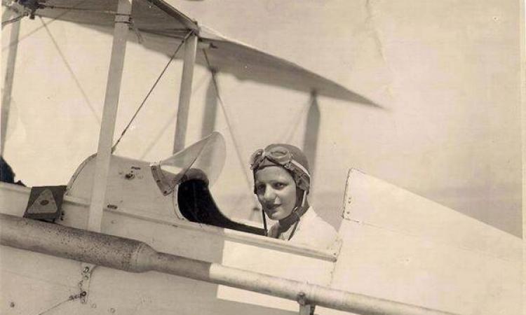 جوجل يحتفل بالذكرى 107 لميلاد أول كابتن طيران مصرية