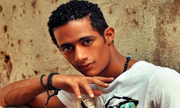 محمد رمضان  يرد على الانتقادات : الرجل التمام يمتنع عن الكلام وكاتبها من الحمام !!