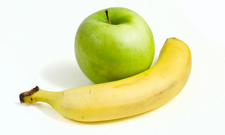 الموز والتفاح والبطاطس أهم الأطعمة لطفلك بعد بلوغه 6 أشهر