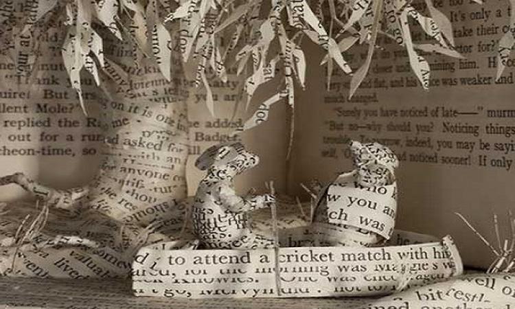 بالصور .. بريطانية تحوّل الكتب إلى منحوتات فنية مبهرة