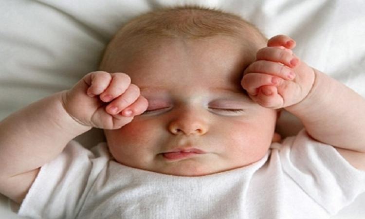 شاهد رد فعل الرضع عند الدخول فى الظلام لأول مرة