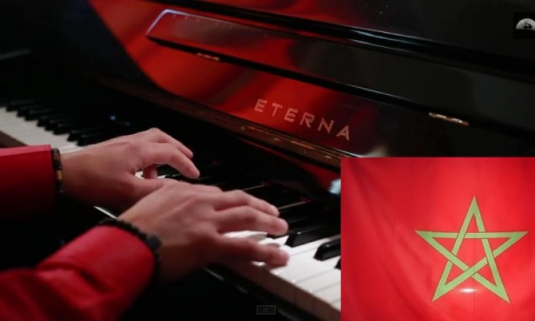 أوكرانى يعزف النشيد الوطنى المغربى على البيانو بطريقة رائعة تحظى بأستحسان الآلاف في يومين