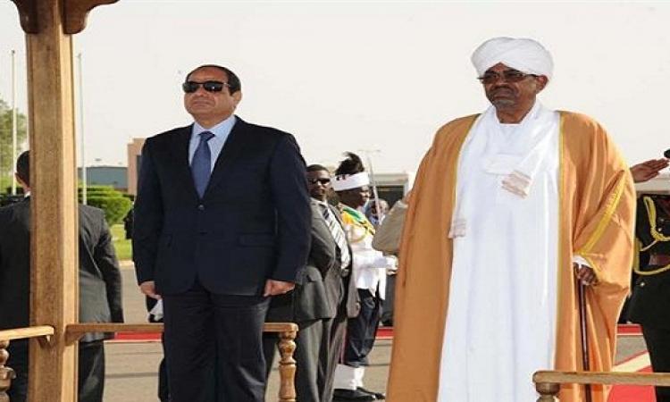 السيسى يصل مطار القاهرة لاستقبال الرئيس السودانى