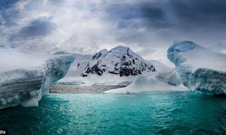 بالصور ..قصة من الثلج أبطالها الماء والشمس