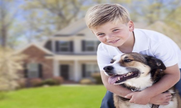 صدق أولا تصدق .. الكلاب والأطفال يتساوون كمصدر للسعادة