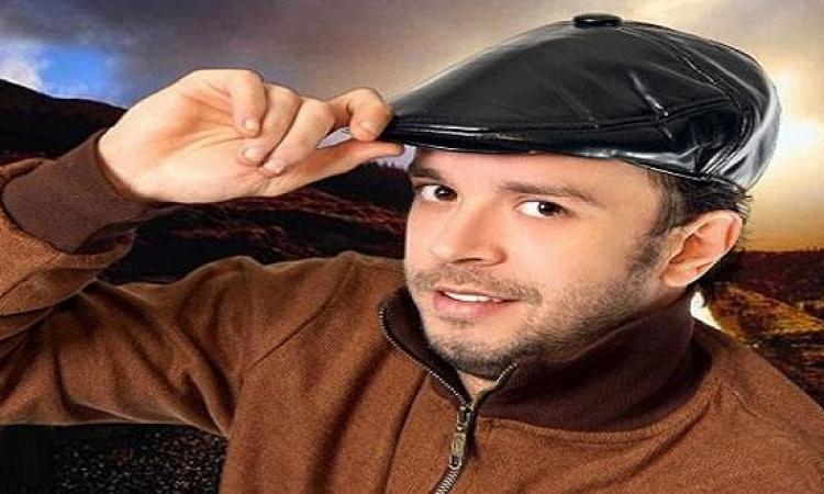 الفنان ماهر عصام غارقا في دمائه داخل شقته .. ما السبب ؟!