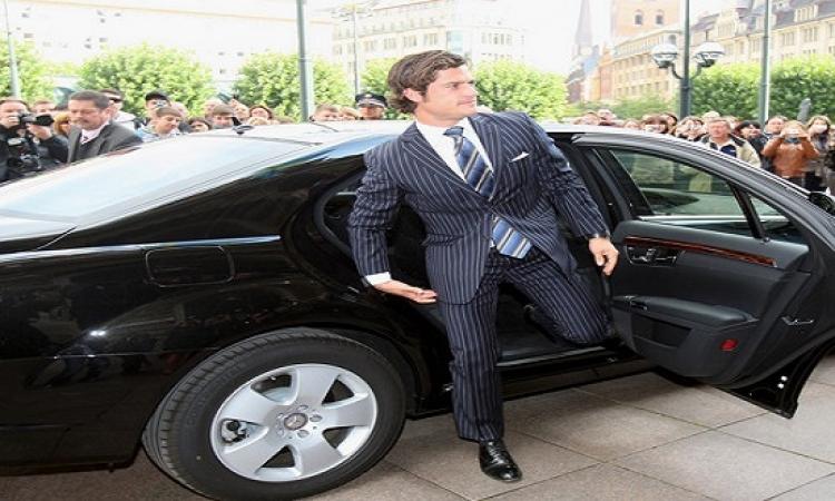 """كارل فليب .. أمير السويد المدلل يشكو من """"البلطجية""""!!"""