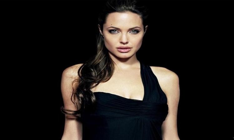 """بالفيديو .. الجديرى المائى يمنع أنجلينا جولى من حضور عرض فيلمها """"Unbroken"""""""