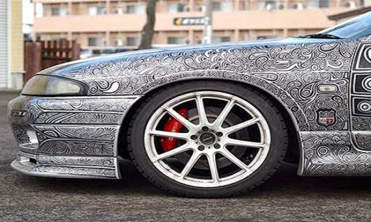 بالصور.. سيارة تتحول للوحة فنية متحركة