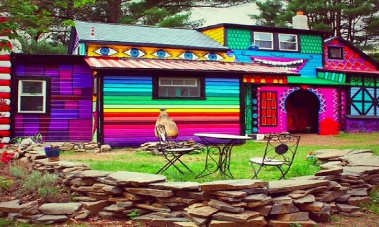جولة بين أجمل المنازل الملونة والمبهجة