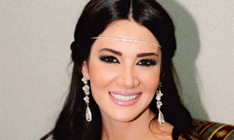 بالصور .. ديانا حداد تحيى حفل زفاف ضخم فى الإمارات وتتألق بإطلالتها