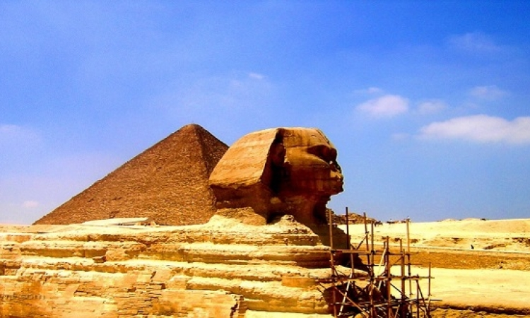 اكتشاف رأس تمثال لـ أبى الهول فى مقبرة باليونان