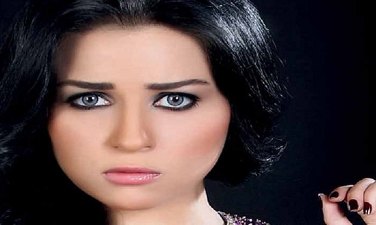 بالصور.. مى عز الدين توقع عقد مسلسلها الجديد