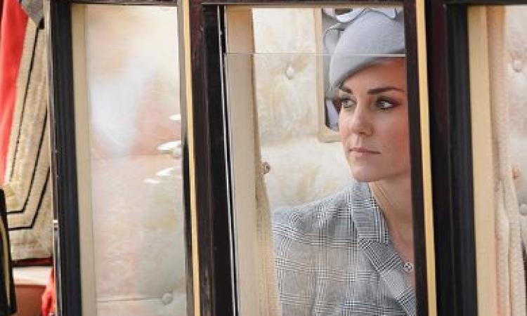 كيت ميدلتون فى أول ظهور بعد إعلان حملها..شاحبة لكن مبهرة بثوبها