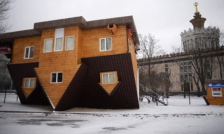بالصور.. جربت تعيش بالمقلوب..منزل روسى يتحدى الجاذبية الأرضية