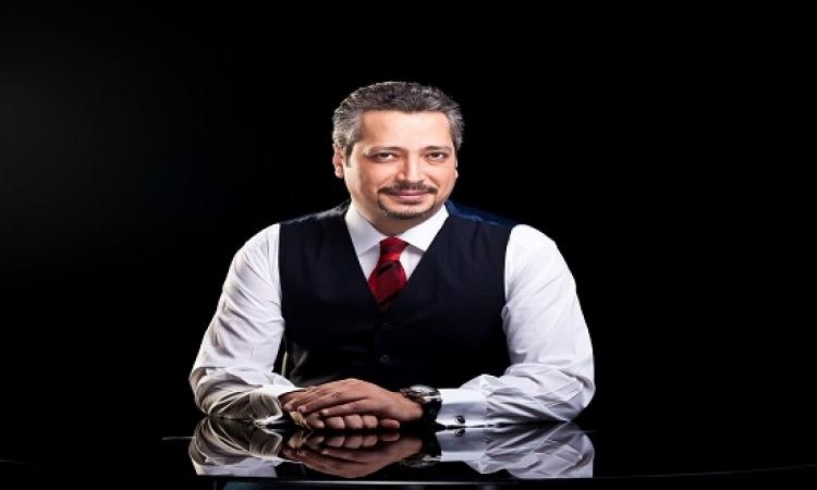 بالفيديو .. تامر أمين عن كليب سيب إيدى : ده الراجل مسك كل حاجة ما عدا إيديها !!