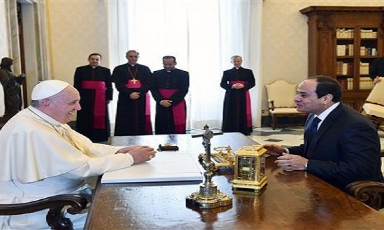 البابا فرانسيس يستقبل الرئيس السيسى بمكتبه بالفاتيكان