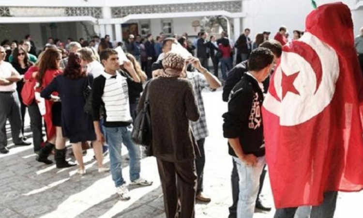 """التونسيون ينتخبون رئيسهم .. وتوقعات بلطمة جديدة """" للنهضة """" بعد صفعة البرلمان"""