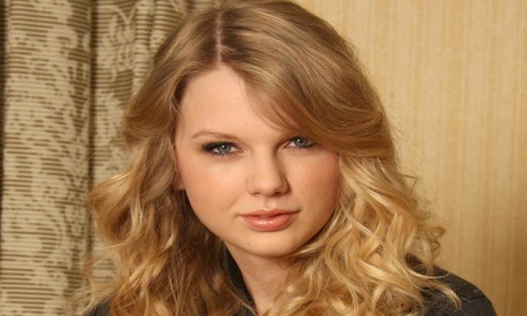 ألبوم تايلور سويفت يتصدر قائمة بيلبورد للألبومات الأكثر مبيعا