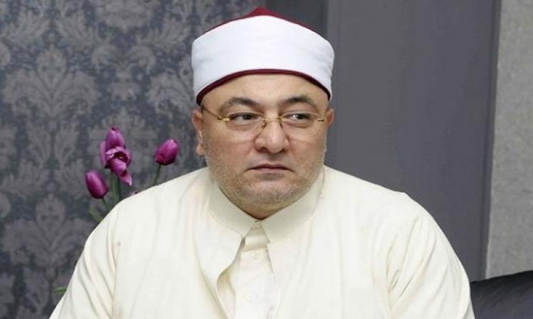 فيديو.. خالد الجندى: حولتوا الرقاصة اللى لفّت نفسها بعلم مصر للتحقيق ليه؟!