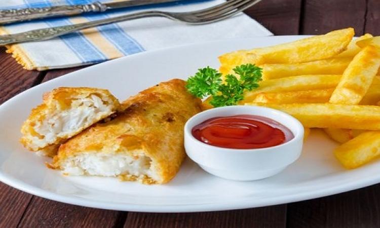 طبق اليوم .. سمك وبطاطس بالفرن للرجيم