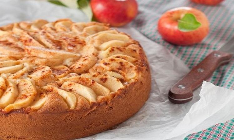 حلو اليوم .. كيك التفاح بالكراميل