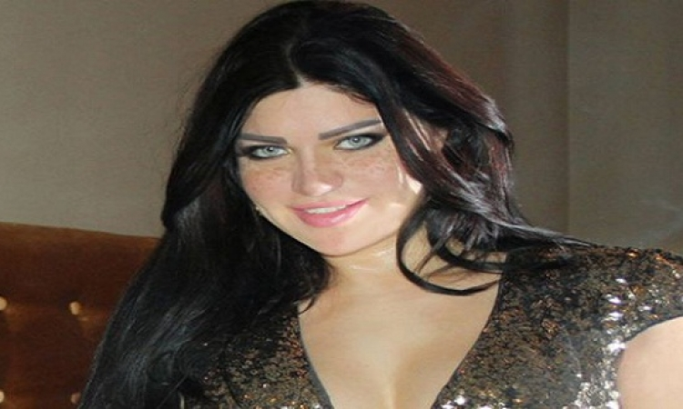 ياسمين الخطيب .. شبيهة هيفاء وهبي .. جمال آخاذ وموهبة ساحرة !!
