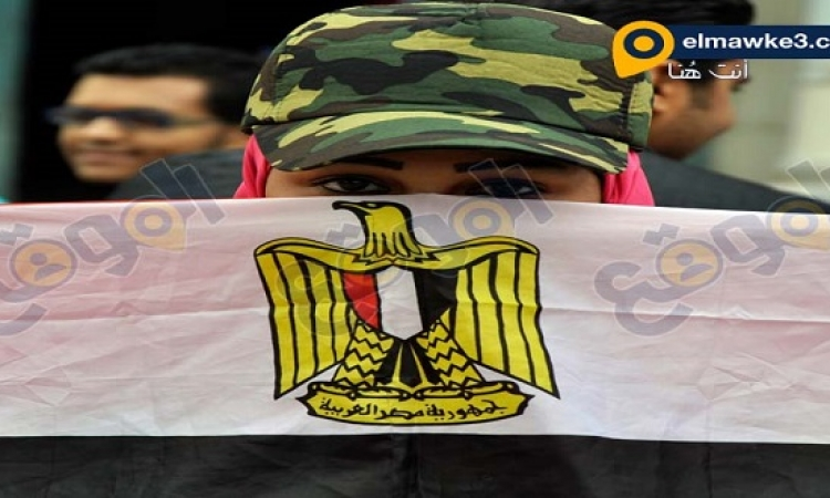 بالصور ..  وقفه احتجاجيه لطالبات عين شمس للمطالبه بالتجنيد