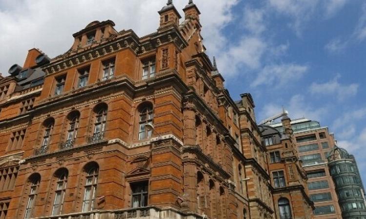 انفجار بفندق وسط لندن يسفر عن اصابة 12 شخص