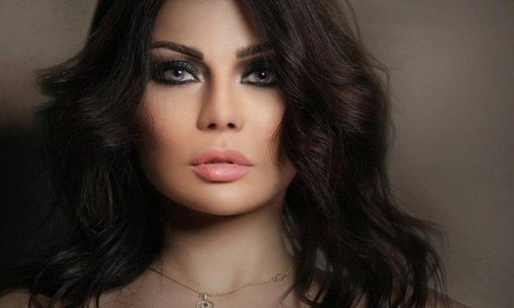هيفاء وهبي غاضبة من اعتذار ال CBC عن فستانها وتؤكد : كان تحته بطانة !!