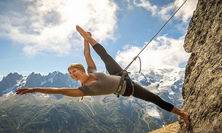 احدث جلسة تصوير لمدربة رقص فرنسية فوق الجبال