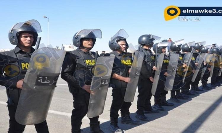 بالصور .. انصار مبارك واسر شهداء 25 يناير بمحيط اكاديمية الشرطة