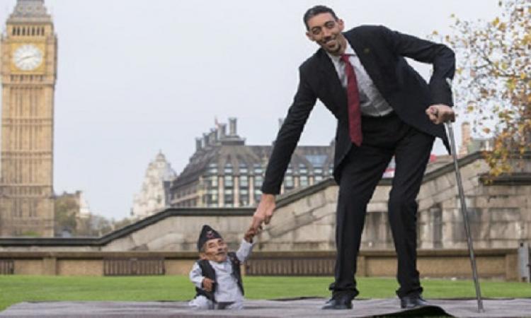 بالصور .. لندن تجمع بين أطول وأقصر رجلين في العالم