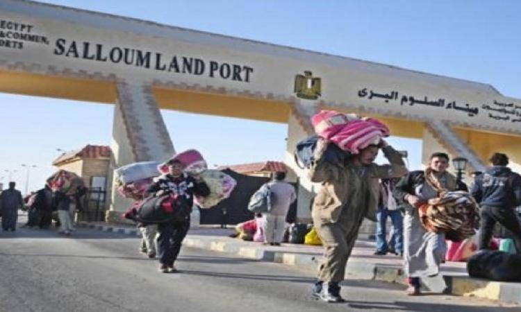 303 مصريًا يعودون من ليبيا سالمين