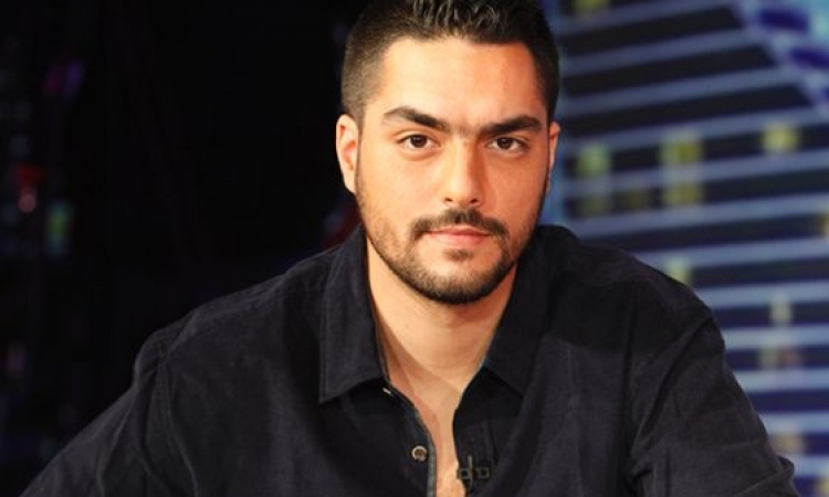 سعاده شديد تغمر حسن الشافعى بعد حضور والديه البرنامج