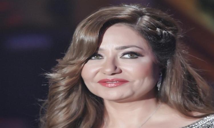 ليلى علوى تعود للمسرح وتبتعد عن سباق رمضان 2015