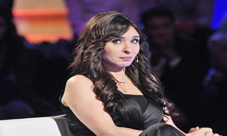 بالفيديو  ..  دينا : بطلت البوس فى الافلام بسبب احمد زكى