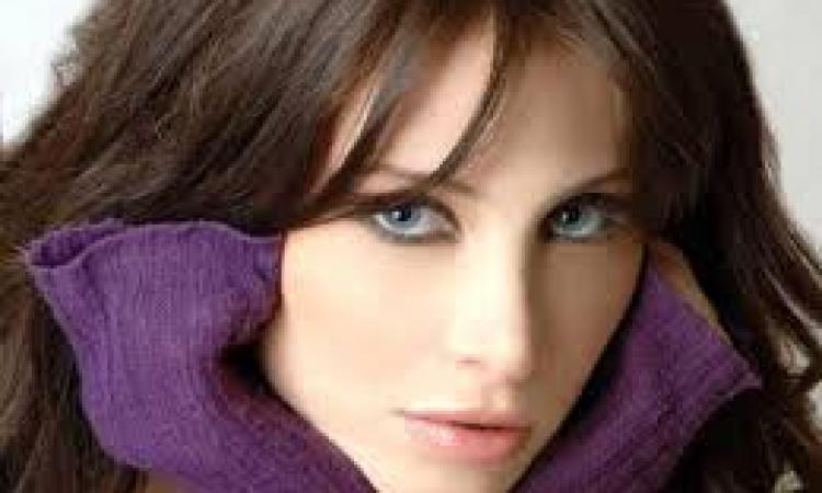 """آنابيلا هلال تصدم الجميع وتغنى لنانسي """" شيل عيونك عنى """""""