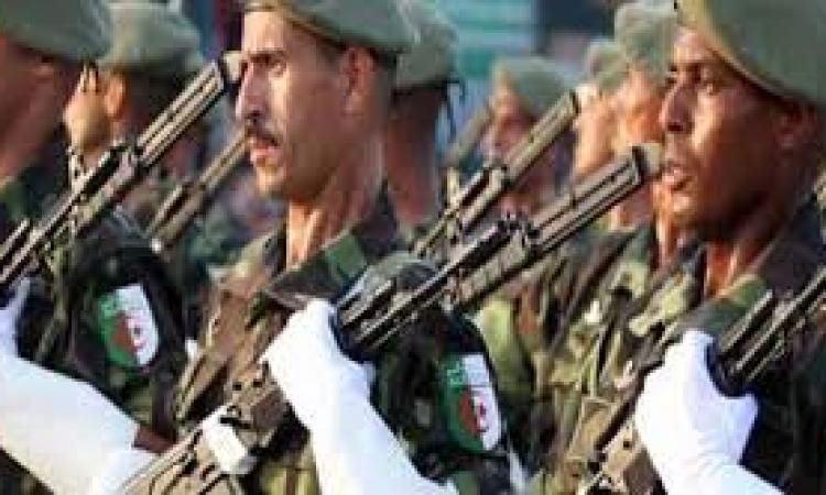 الجزائر تدفع بأسلحة ثقيلة وطائرات قتالية إلى الحدود مع ليبيا