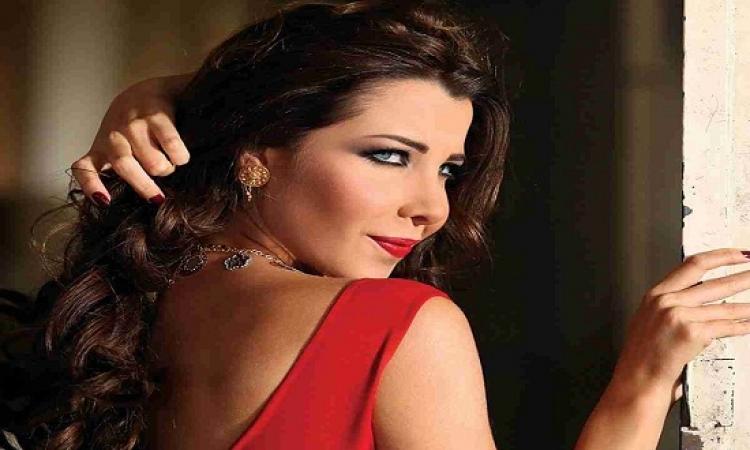 بالصور.. نانسى عجرم تتألق بفستان أخضر فى حفل غنائى بالأردن