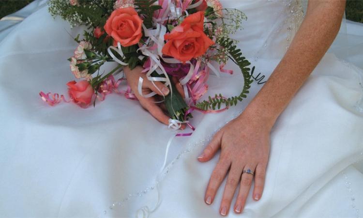 """3 آلاف دولار تكلفة """"الزفاف الوهمي"""" للفتيات العازبات"""