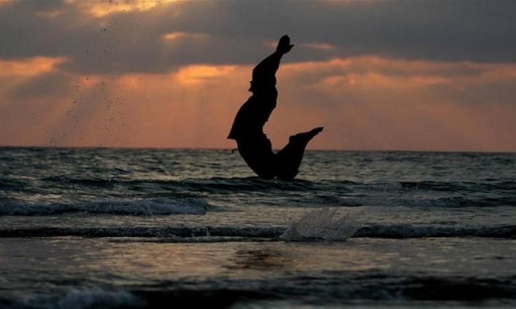 القفز مع الغروب .. لحظة ممتعة بعيون فلسطينية