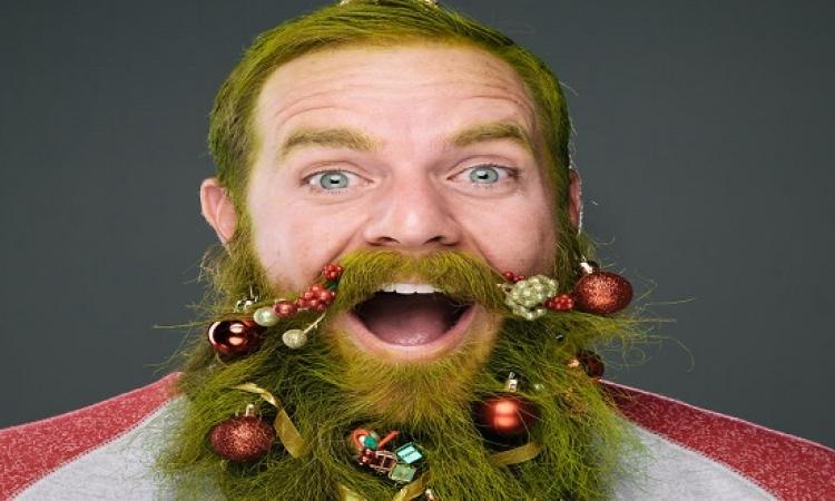 بالصور .. الرجال يزينون ذقونهم احتفالا بعيد الميلاد المجيد