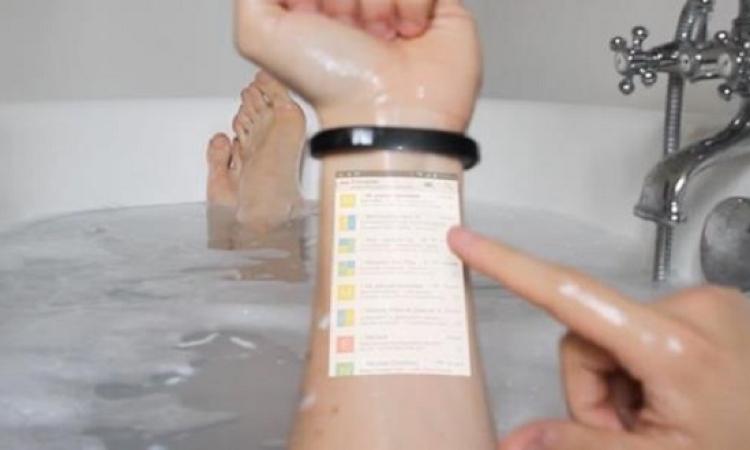 بالفيديو .. موبايلك على ايديك .. ابتكار جديد يعرض شاشة الهاتف على ذراع المُستخدم !!