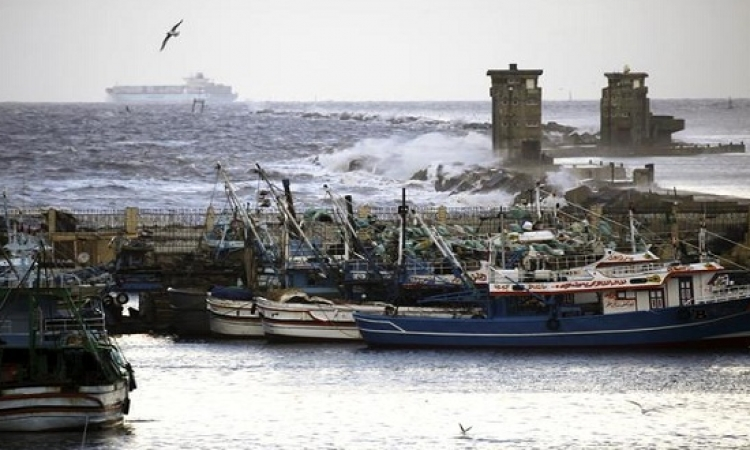 الزوارق الحربية الإسرائيلية تستهدف قوارب الصيادين شمال غزة